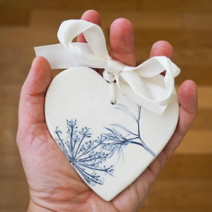 bomboniere a forma di cuore in ceramica
