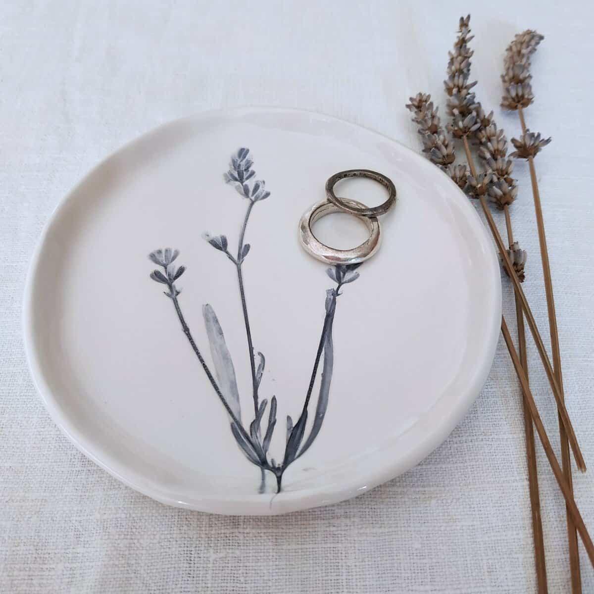 piatto porta anelli in ceramica botanica
