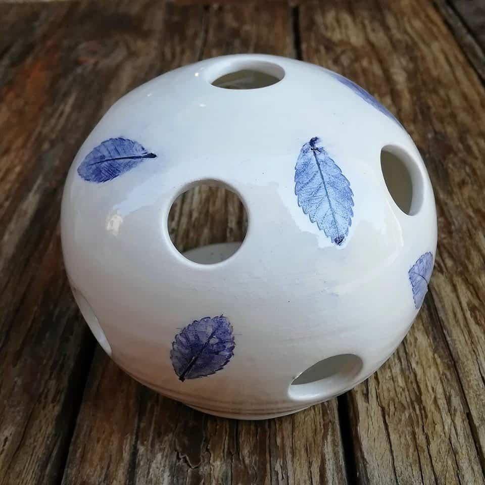 lanternina ceramica con foglie di carpino