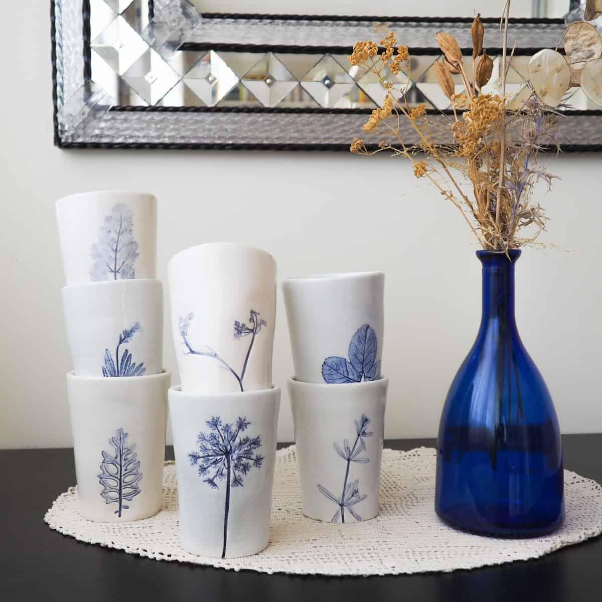 Bicchieri ceramica bianchi e blu
