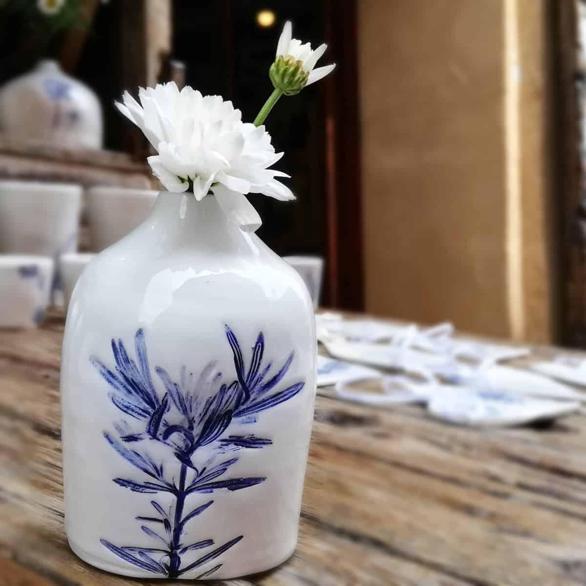 vasetto ceramica con rosmarino
